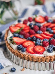 Granola-Jogurttipiirakka eli Aamiaispiirakka (G) Most Delicious Recipe, Granola, Breakfast Time, Sugar Free, Catering, Cheesecake, Food And Drink, Yummy Food, Healthy Recipes