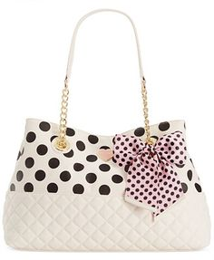 Betsey Johnson Macy's Exclusive Medium Shopper‼️love love this- so much yes please Betsy Johnson Purses, Betsey Johnson Handbags, Fashion Handbags, Purses And Handbags, Fashion Bags, Rockabilly, Diy Handbag, Cute Purses, Beautiful Bags