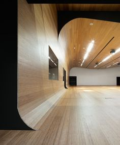 Love the calming curve of wood: IDOM Headquarters // ACXT Arquitectos Office Interior Design, Office Interiors, Interior Design Inspiration, Interior And Exterior, Travel Inspiration, Amazing Architecture, Architecture Details, Interior Architecture, Curved Wood
