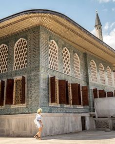 A curious traveller fascinated by the meticulous ottoman architecture. Sultan's harem in Topkapı Palace is a true work of art inside out . Sultan Palace, Adventure Holiday, Sky View, Istanbul Turkey, Emperor, Travelling, Ottoman, Travel Photography, Louvre
