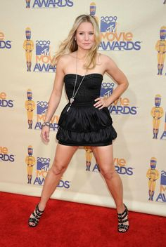 Kristen Bell spreading her legs (probably not in the way you're hoping) : kristenbell Mtv Movie Awards, Kristen Bell, Celebrity Feet, Celebrity Style, Blonde Actresses, Sexy Women, Killer Legs, Beautiful Old Woman, Great Legs