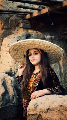 Saudi girl wearing traditional dress in saudi Arabia Heavy Metal Songs, Saudi Arabia Culture, Editorial Shoot, Wedding Gowns Online, World Cultures, Girls Wear, Traditional Dresses, Perfect Wedding, Wedding Day