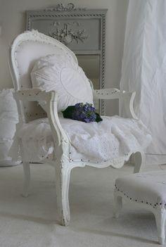 deco shabby bleue | Dentelle, broderie, et meubles anciens pour un moment « fleur bleue ...