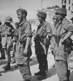 German paratroopers in Crete shortly after the fall of the island in May-June The parachute division suffered such horrendous casualties that Hitler suspended airborne ops permanently and sent the paras to fight as infantry on the Eastern Front. Narvik, Luftwaffe, Paratrooper, Battle Of Monte Cassino, Battle Of Crete, German Uniforms, Civil Rights Movement, German Army, Military History
