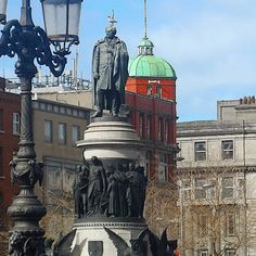 okay I didn't have an old score 💷 . so here's a photo of his statue in Dublin city. Born on this day August 'The Liberator' Daniel O'Connell. (nowadays known as Lord of Dublin seagulls! Dublin Ireland, Ireland Travel, Daniel O'connell, Dublin City, Irish Men, Big Ben, Catholic, Nostalgia, Lord