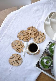 Coasters, placemats, plywood coasters Tropical leaf shape, six elements Laser Cutter Ideas, Laser Cutter Projects, Cnc Projects, Woodworking Projects, Laser Art, 3d Laser, Laser Cut Wood, Laser Cutting, Dremel