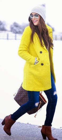 Trendy coat - Bright Yellow Winter Coat by The Sweetest Thing Style Work, Mode Style, Yellow Coat, Mellow Yellow, Bright Yellow, Fall Winter Outfits, Autumn Winter Fashion, Fall Fashion, Ripped Jeans