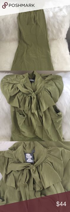 Vintage- inspired dress Vintage- inspired dress size 6. Sleeveless, has fun neckline detailing and tie bow. Has thread to look fabric or skinny waist belt. Really flattering on! Brand is Girls from Savoy featured at Anthropologie. Anthropologie Dresses Midi