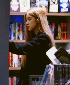 "blackpink: ""imagine walking into a book store and seeing rosé looking through books 📚 "" Lisa Park, Funny Face Photo, Hair Gif, Rose And Rosie, Rose Video, Rose Queen, Blackpink Members, Hair Streaks, Rose Icon"