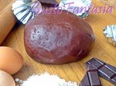 La Pasta frolla al cacao è un ottima base per biscotti, crostate, piccoli dolci farciti e tutto ciò che la fantasia vi suggerisce ... Setacciare la farina con il cacao sul piano da lavoro ..