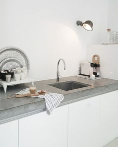 Concrete counter tops white cabinets: best ideas about concrete kitchen c Home Interior, Kitchen Interior, New Kitchen, Kitchen Decor, Interior Design, Minimal Kitchen, Cocina Shabby Chic, Shabby Chic Kitchen, Concrete Kitchen