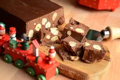 Hai mai pensato di preparare il torrone al cioccolato Bimby? Fatto in casa, ottimo con le nocciole, a Natale gusterai un prodotto genuino di grande bontà!