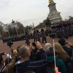 Changing Guards by vodo_13