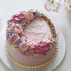 Flower buttercream cake Birthday Cake For Mom, Birthday Cake With Flowers, Birthday Cakes For Women, Buttercream Flower Cake, Buttercream Recipe, Buttercream Decorating, Cake Decorating, Birtday Cake, Retirement Cakes
