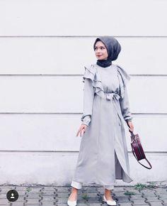 Abaya Style 863917140994378756 - Source by Hijab Casual, Hijab Outfit, Hijab Style Dress, Hijab Chic, Abaya Style, Abaya Fashion, Muslim Fashion, Modest Fashion, Fashion Clothes