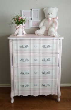 A new grandma saves this dresser & does something incredible for baby