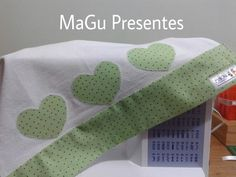 Barrado em pano de prato.... PAP muito simples Dish Towels, Tea Towels, Hobbies And Crafts, Diy And Crafts, Sewing Crafts, Sewing Projects, Bazaar Ideas, Applique Embroidery Designs, Linens And Lace