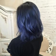 33 trendy ombre hair color ideas of 2019 - Hairstyles Trends Dark Blue Hair, Blue Ombre Hair, Hair Color Purple, Hair Dye Colors, Short Blue Hair, Blue Hair Streaks, Smokey Blue Hair, Edgy Hair Colors, Purple Brown Hair
