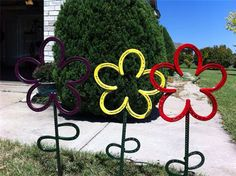 Horseshoe flower. Yard art by FabricationsByBruce on Etsy, $25.00