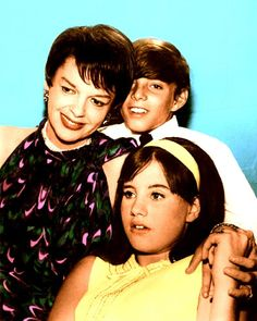 Judy with Joey and Lorna Luft Lorna Luft, Rudolph Valentino, Hulk Avengers, Concert Stage, Old Movie Stars, Iconic Photos, Judy Garland, Get Happy, Old Hollywood Glamour
