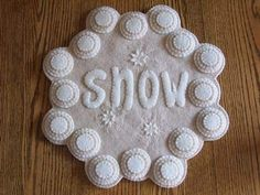 "Free+Primitive+Penny+Rug+Patterns | Cath's Pennies Designs: ""SNOW"" Penny Rug Candle Mat (NEW PATTERN)"
