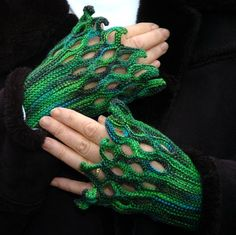 Free Knitting Pattern for Hand-Charmer Mitts - Claudia Höll-Wellmann's Handschmeichler fingerless mitts have a twining openwork pattern made by kni. Free Knitting, Knitting Patterns, Crochet Patterns, Crochet Gloves, Knit Mittens, Crochet Stitches, Knit Crochet, Ravelry Crochet, Knitting Buttonholes