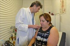 Un médico atiende gratuitamente a inmigrantes en un barrio mexicano de Chicago | USA Hispanic Press