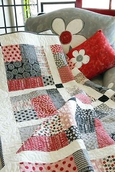 Love the color coordinated squares on this quilt.  By Ana Rosa