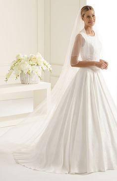 Charming veil S212 from Bianco Evento #biancoevento #veil #weddingdress #weddingideas #bridetobe