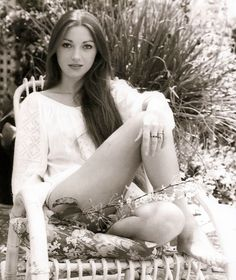 Vintage Jane Seymour  source: http://imgur.com/r/gentlemanboners/go3Zv