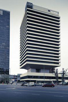 Mario Roberto Alvarez (1913 -2011): El Incansable de la Arquitectura Amazing Architecture, Modern Architecture, High Building, Constructivism, Commercial Architecture, Brutalist, Bauhaus, Facade, Minimalism