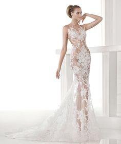 Pronovias a osé créer la robe transparente. Mais qui pourrait la porter : Rihanna, Kate Moss, Kim Kardashian, Beyoncé, Kim Kardashian...ou encore Frédérique BEL