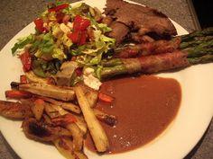 Gæstemiddag – Hovedret: Grillet chimichurri-marineret culottesteg med ovnstegte rodfrugter, grillede asparges m. bacon, skysauce og salat……