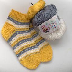#lyhytvartiset #sukat #naistensukat #raidalliset #villasukat #itseneulottu Herkälle iholle Alize-baby wool -langasta.  40% merinovilla, 40% acryl, 20 %banboo, menekki 58 g, puikot 3.