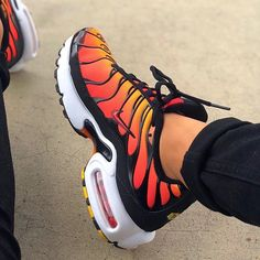 Sneakers Nike Air Max Casual Ideas Source by shoes Moda Sneakers, Cute Sneakers, Sneakers Mode, Sneakers Fashion, Nike Air Max Plus, Tenis Nike Air, Nike Air Shoes, Kd Shoes, Nike Socks