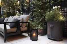 Beautiful in black. Love the plant containers.