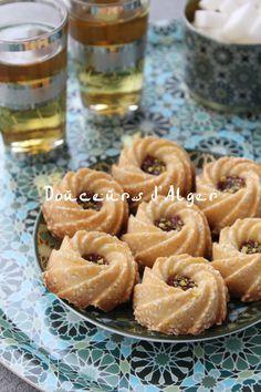 Sablés aux graines de sésame Tea Cookies, Cupcake Cookies, Sable Cookies, Algerian Recipes, Algerian Food, Chinese Food, Biscotti, Doughnut, Cake Recipes