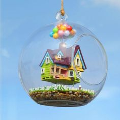 Pixar Disney UP DIY Flying House Glass Ball Miniature craft voice-control lights Disney Up, Disney Bound, Disney Style, Terrarium Diy, Hanging Glass Terrarium, Diy 2019, Dollhouse Toys, Miniature Dollhouse, Wooden Dollhouse