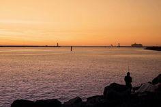 Der #Sonnenuntergang in #Warnemünde  #strand #mole #ostsee #warnow #angeln #sunset #beautiful #freiheit #sea #bloggen #freedom #spaziergang #mecklenburgvorpommern #rostock #wahlheimatmeer #niewiederweg #schönerabend #ausblick #wow #fun #spaß http://ift.tt/1XNel18
