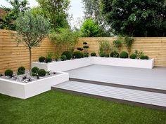 Garden Design Minimalist Garden photos: Small, low maintenance garden I homify - Here you will find photos of interior design ideas. Get inspired! Back Garden Design, Modern Garden Design, Fence Design, Small Gardens, Outdoor Gardens, Modern Gardens, Contemporary Gardens, Garden Ideas For Large Gardens, Small Square Garden Ideas