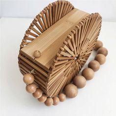 Tropic Bamboo Bag Handtassen, - Women's style: Patterns of sustainability Bamboo Bamboo, Bamboo Basket, Diy Interior, Wooden Bag, Hippie Bags, Carpet Sale, Floral Bags, Basket Bag, Types Of Bag