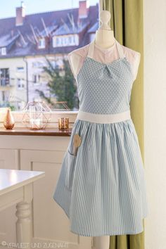 Schürze im Fifties-Stil From time to time I sew something for others – but at Christmas it usually does not work, because that is just too stressful and I do not … Tunic Sewing Patterns, Plus Size Sewing Patterns, All Star Branco, White Satin Dress, Fifties Fashion, Fifties Style, Diy Kleidung, Diy Mode, Apron Dress