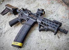 Veja esta publicação do Instagram de @thegunlife • 1,620 curtidas Weapons Guns, Guns And Ammo, Molon Labe, Ar Pistol Build, Ar15 Pistol, Rifles, M4 Carbine, Battle Rifle, Submachine Gun