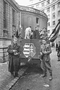 Hungarian Revolution 1956 most tudtam meg, hogy a Lajos is benne evesen. Old Pictures, Old Photos, World History, World War Ii, Budapest Guide, Photographer Portfolio, Freedom Fighters, Magnum Photos, Historical Pictures