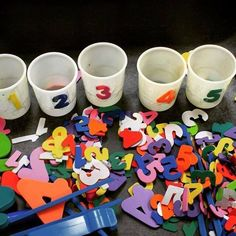 Teaching 2 and 3 Year Olds Activities for Toddlers and Preschoolers is part of Numbers preschool - SIMPLE MATH ACTIVITY Grab some cups, tape foam numbers on them, and then sort the rest of the foam numbers into them Simple and fun! Math Gs, Preschool Classroom, Preschool Learning, Classroom Activities, Preschool Activities, Kids Learning, Teaching, Sorting Kindergarten, 3 Year Old Preschool