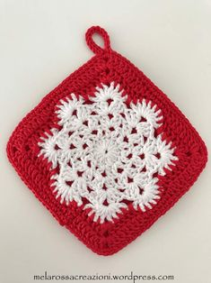 Crochet patterns and creations micro macramé by MelarossaCreazioni Crochet Potholder Patterns, Crochet Snowflake Pattern, Crochet Square Patterns, Christmas Crochet Patterns, Holiday Crochet, Crochet Dishcloths, Crochet Snowflakes, Crochet Home, Crochet Crafts