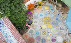 Gartengestaltung mit Beton -  Kaum ein Baustoff ist so vielfältig und witterungsbeständig wie Beton. Kein Wunder also, dass die Hobby-Gärtner auf den Geschmack gekommen sind und Beton in ihre Gartengestaltung mit einfließen lassen. Wir zeigen Ihnen, wie Sie Ihren Garten mit Beton aufpeppen!