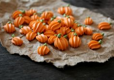 **Great additions for an extra special presentation** Easy royal icing pumpkins- for adding to cookies or cupcakes. Picture tutorial. <3 this idea!!!