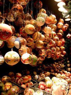 Schönbrunn Christmas market, Vienna, Austria by FeeMail.