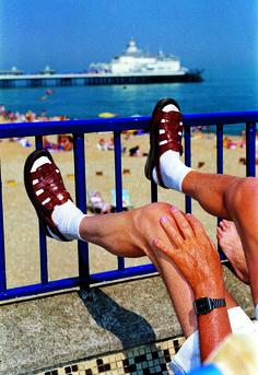 EASTBOURNE, G. B.-ENGLAND, SÉRIE THINK OF ENGLAND, 1995-1999, COURTESY AGENCE MAGNUM PHOTOS, PARIS © MARTIN PARR | L'insensé Photo #photography